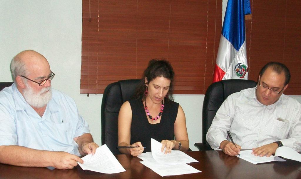 Firma convenio CNCCMDL Grupo Jaragua