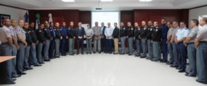 Participantes de la segunda promoción del diplomado en Gerencia Policial, junto a los conferencistas.