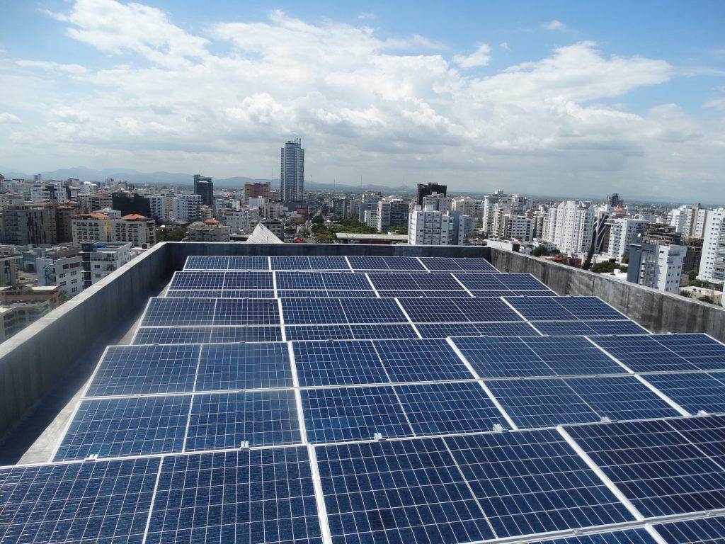 La instalación consta de 112 paneles fotovoltaicos