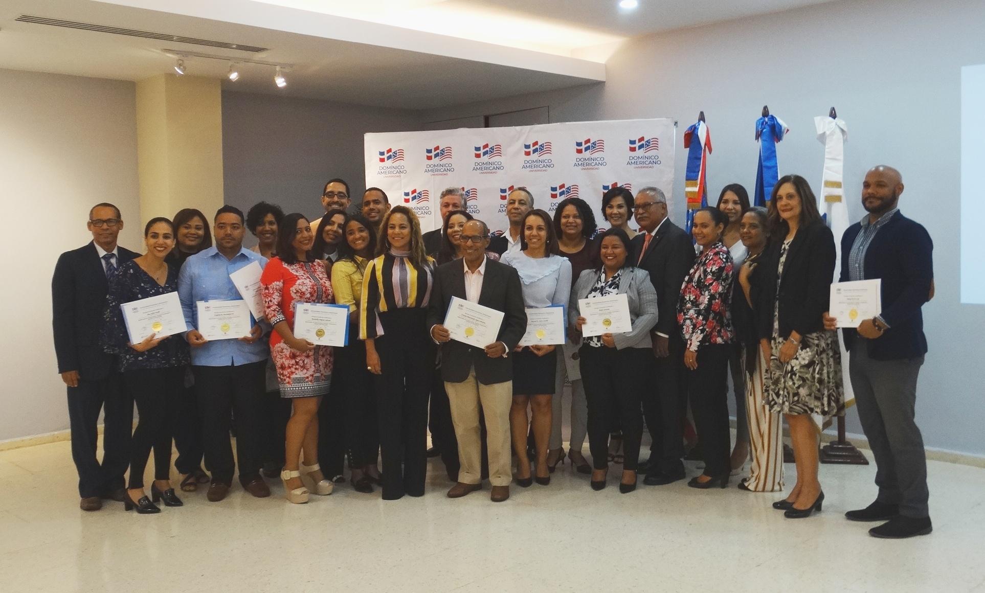 Grupo que recibió la capacitación en formulación, análisis, evaluación y gestión de proyectos para un desarrollo sostenible compatible con el clima.