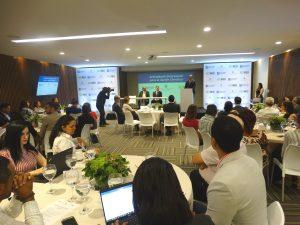 José Mármol, del Grupo Popular, expone en el encuentro de seguimiento de las mesas de articulación empresarial para la acción climática.