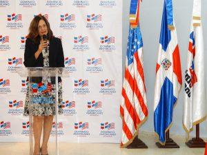Thelma Camarena, vicerrectora ejecutiva de UNICDA, mientras participa en el acto de finalización del diplomado.